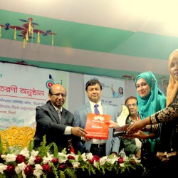 Honorable Chief Guest handed over the first prize to the winning team